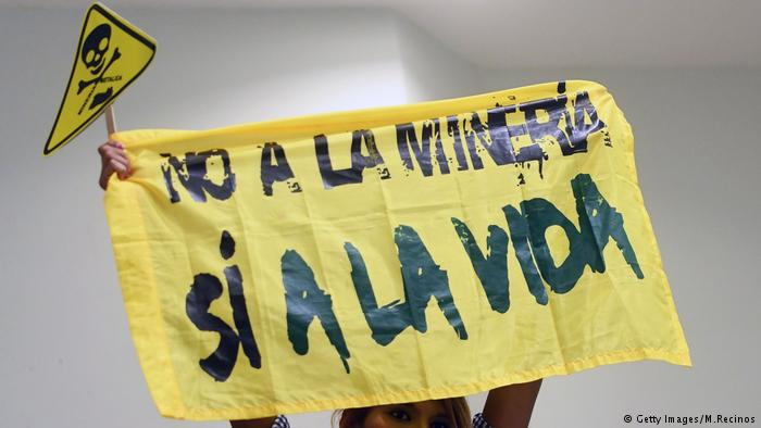 One of many slogans used to protest mining in El Salvador. Taken from dw.com.