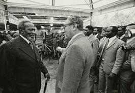 Jomo Kenyatta meeting then-US-Secretary-of-State Henry Kissinger Source: Wikimedia Commons