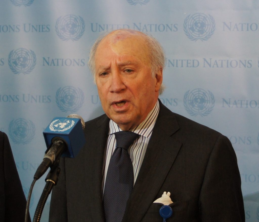 Matthew Nimetz at a United Nations press conference. Source: Wikimedia Commons
