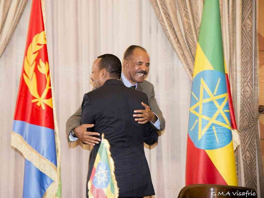 Ethiopia Prime Minister Abiy Ahmed and Eritrean President Isaias Afwerki hugging during the declaration of embrace at the declaration signing in Asmara, July 9, 2018. /GHIDEON MUSA ARON VISAFRIC/VIA REUTERS