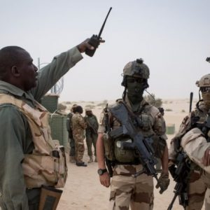 Members of the Malian Armed Forces and the French Operation Barkhane discuss with one another.